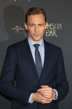 Tom Hiddleston. Paris premiere. #CrimsonPeak Via Torrilla.