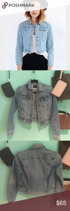 urban outfitters bdg cropped jean jacket size xs Cropped urban outfitters jean jacket (brand bdg). Size xs but fits like a small. Barely worn Urban Outfitters Jackets & Coats Jean Jackets