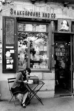 Reading in front of Shakespeare & co