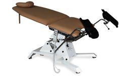 Fotel ginekologiczny JFG 3 Posiada regulowane oparcie z wygodnym podgłówkiem, jak również demontowany podnóżek oraz regulowane we wszystkich płaszczyznach podkolanniki