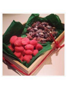 Brända mandlar, kanderade mandlar. Candy Recipes, Holiday Recipes, Great Recipes, Christmas Sweets, Christmas Cookies, Swedish Traditions, Lollipop Candy, Candy Cookies, Recipe Link