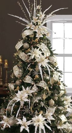 Cool 52 Rustic Non Traditional Christmas Tree Design Ideas For Home White Christmas Tree Decorations, Elegant Christmas Trees, Silver Christmas Decorations, Traditional Christmas Tree, Silver Christmas Tree, Ribbon On Christmas Tree, Christmas Tree Toppers, Vintage Christmas, Christmas Cactus