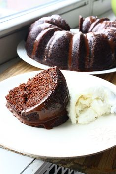 Tired of the same old pumpkin pie? Try this Chocolate-Pumpkin Bundt cake instead #thanksgiving
