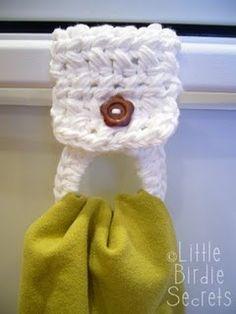 Little Birdie Secrets: crocheted towel holder pattern. Now I need to learn to crochet. Crochet Kitchen, Crochet Home, Knit Or Crochet, Crochet Crafts, Yarn Crafts, Double Crochet, Easy Crochet, Crochet Stitch, Crochet Chain