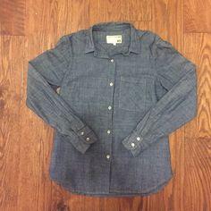 Rag and Bone Jean Chambray Shirt Rag and Bone JEAN chambray button-up shirt. Long sleeved. Lightly worn. Size XS. rag & bone Tops Button Down Shirts