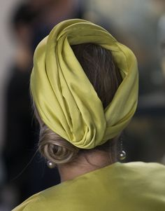 Queen Maxima of The Netherlands (hat detail) attends the opening of the new Micropia Museum on September 2014 in Amsterdam, The Netherlands. Micropia is the first museum of micro-organisms in the world, the invisible and most powerful life forms on earth. Turban Hat, Turban Style, Turban Headbands, African Hats, Fascinator Hats, Fascinators, Headpieces, Races Fashion, Cocktail Hat