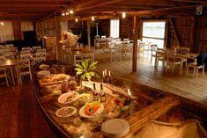 Besøk fiskeværet Nusfjord. Opplev stedets historiske sus. Føl, se og opplev fiskerens og væreierens hverdag. I Storbrygga, eller det tidligere tørrfisklageret I Nusfjord, finnes i dag Karoline Restaurant. Restauranten er en av Lofotens største og mest ettertraktede restauranter i sommerhalvåret