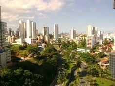 Salvador, uma das mais importantes cidades do Brasil, possui todas as vantagens para você que procura imóveis em uma região urbana do Brasil.