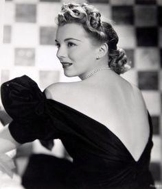 EVA GABOR (Budapest, 11 febbraio 1919 – Los Angeles, 4 luglio 1995)