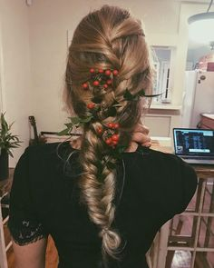 2018 is almost here so do your hair festive AF! . . This was my hair that I braided and wore to a Christmas party last week BUT just change out the flora to New Year's sparkle stuff! ‍♀️ . . #holidayhair #holidayhairstyle #instibraid #hairandstyles #braidinglife #braidstyles #frenchbraids #fishtailbraid #blonde #blondebalyage #nandina #festive #goodbye2017 #hello2018 #happynewyear #happynewyear2018 #bohohair #bohobraids #longhair