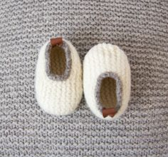 Booties Crochet, Crochet Baby Shoes, Baby Boots, Crochet Baby Booties, Baby Born Clothes, Baby Kimono, Kids Slippers, Handmade Baby Quilts, Baby Knitting