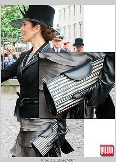 Princesa Mary, British Royal Families, Danish Royal Family, Mary Donaldson, Denmark Fashion, Danish Royalty, Nike Bags, Green Suit, Crown Princess Mary