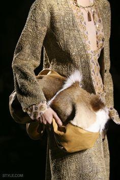 패션쇼 프론트로에 앉아있는 느낌! 손 뻗으면 닿을 것만 같은 '드리스 반 노튼'의 클로즈업 클라스!