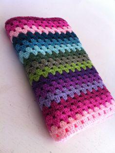 Het gaat niet snel, en het kost allemaal wat moeite, maar we proberen gewoon door te gaan. Crochet Squares, Crochet Blanket Patterns, Crochet Granny, Baby Blanket Crochet, Crochet Stitches, Crochet Baby, Knitting Patterns, Granny Stripe Blanket, Crochet Blankets