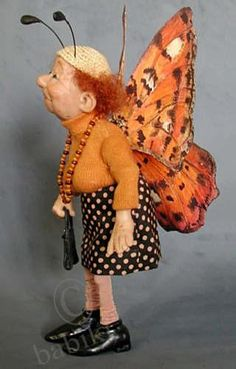 an aged butterfly:):)...Muñecos de arcilla de polímero ARTISTA: Annie Wahl                                                                                                                                                     Más
