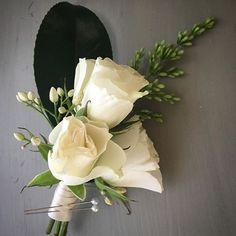 """Love is in the details""... . . . . . . . . . #weddings #bridal #weddingdesign #events #eventdesign #businesswomen #floraldesigner #entrepreneur #garden #gardenroses #roses #davidaustinroses #davidaustin #design #luxury #freshflowers #madewithlove #fromseed #grownwithlove #carmelvalley #carmelbythesea #california #love #freshflowers #flowers #original #happy #local #boutonniere #californiagrown #carmellocals #montereybaylocals - posted by Agnieszka Roksana Kaźmierczak…"