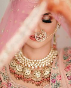 Indian Bride Photography Poses, Indian Bride Poses, Indian Wedding Poses, Indian Bridal Photos, Indian Bridal Makeup, Bridal Photography, Bridal Beauty, Indian Wedding Pictures, Pakistani Wedding Photography