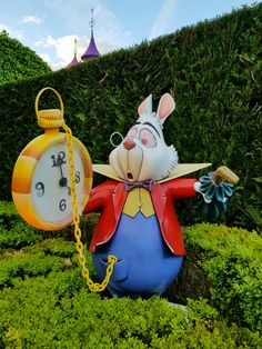 """Do you love """"Alice in Wonderland""""? If so, you have to discover these twenty secrets, curiosities, funny facts and other charming details about """"Alice's Curious Labyrinth"""", at Disneyland Paris! This photo guide will allow you to visit the attraction, while looking for all the points of interest that you cannot miss! You'll also get to know the true story behind this walkthrough, as well as the most instagrammable spots! And the best part? It's recommended for all ages! Ways To Travel, Travel Tips, Cheap Holiday, Bucket List Destinations, Disneyland Paris, Funny Facts, Beautiful World, Alice In Wonderland, Attraction"""