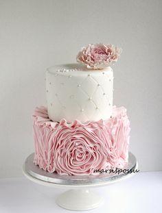 Mug cake gingerbread mug - HQ Recipes Creative Cake Decorating, Creative Cakes, Cupcakes, Cupcake Cakes, 49ers Cake, 21st Birthday Cakes, Baby Girl Cakes, Bridal Shower Cakes, Ruffle Cake