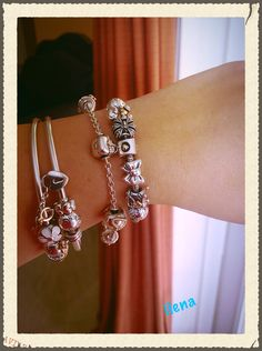 Pandora bracelets and charms Pandora Jewelry Box, Pandora Bangle, Pandora Bracelet Charms, Pandora Charms Disney, Pandora Collection, Bracelet Designs, Jewelery, Jewelry Necklaces, Vintage Jewellery