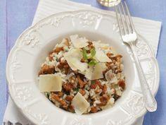 Pfifferlingsrisotto ist ein Rezept mit frischen Zutaten aus der Kategorie Pilze. Probieren Sie dieses und weitere Rezepte von EAT SMARTER!