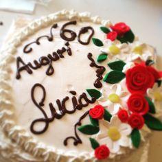 Torta compleanno mamma...pan di Spagna doppio strato al tartufo copertura panna montata❤️❤️