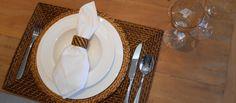 Sabe como arrumar uma mesa de jantar para receber os amigos? Estamos com umas dicas ótimas! http://www.bibeli.com.br/post-interna/sexta-feira-vai-receber-os-amigos-saiba-como-arrumar-uma-mesa-de-jantar