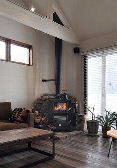 「暖炉はどうしても手に入れたかったもののひとつです。『PECAN』の暖炉は手入れも簡単で、オーブンで料理もできるので気に入っています」