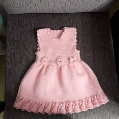 Volan Ve Çiçek Süslemeli Çocuk Jilesi / Elbisesi Yapımı. Knit Baby Dress, Baby Sweaters, Baby Girl Dresses, Mode Outfits, Baby Knitting Patterns, Flower Dresses, Pulls, Dress Making, The Dress