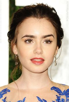 lilly collins... i think i look like her!