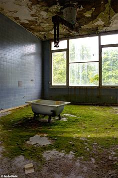 Russian Hospital (PL) May 2014 abandoned sanatorium in Poland urbex decay Photo by: Jascha Hoste