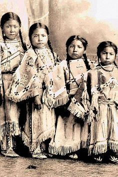 vintage everyday: Native American Kids – 31 Rare Lakota girls, ca. Vintage Photos of Indian Children in the late Century PUBLIC DOMAIN Native American Children, Native American Beauty, Native American Photos, Native American Tribes, Native American History, American Indians, American Girls, American Symbols, American Artists
