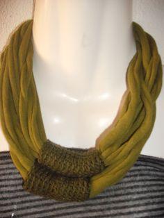 Colar em trapilho e crochet, também faz de fita de cabelo <3