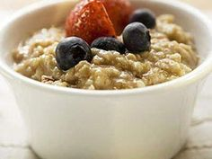 """Oatmeal is just about the best breakfast and any-time-of-day snack recommended by The Reflux Diet. Even instant oatmeal with raisins is """"legal"""" because the oatmeal absorbs the acidity of the raisins Oatmeal Recipes, The Oatmeal, Oatmeal Diet, Oatmeal Porridge, Overnight Oatmeal, Oatmeal Mask, Bulgur, Snacks, Bon Appetit"""