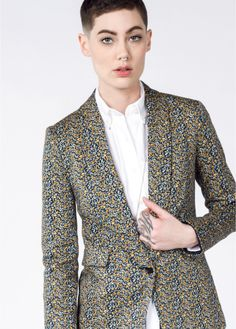 This stretch floral boyfriend blazer has a relaxed fit. By Lucca x Wildfang. Suit Fit Guide, Tomboy Chic, Edgy Outfits, Work Outfits, Queer Fashion, Floral Blazer, Casual Blazer, Blazers For Women, Dapper