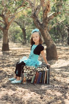 Back to School Mini Sessions by {Photo Blue Photography} be cute with a wooden crate insteada plastic