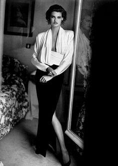 Point De Mire - Vogue Paris (1985) Linda Evangelista by Arthur Elgort
