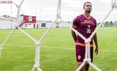 Liberdade que durou pouco: Em MG, goleiro Bruno se apresenta e será encaminhado à prisão
