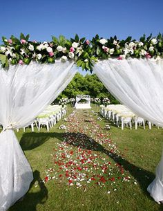 This is so cool! Might have to organize this for our wedding :)