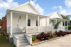 Havana Moon Over Duval Key West Cottage, Key West House, Small Cottages, Beach Cottages, Key West Rentals, Small Cottage House Plans, Key West Vacations, Key West Florida, Vacation Spots