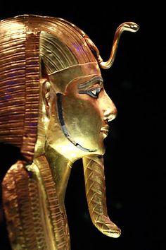 Máscara mortuária do rei Psusennes 1º, que governou durante a 21ª dinastia.