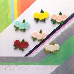 SUMOMO 新系列胸針- 鳥語花香 顧名思義,就是以鳥和花為主題的別針系列  一筆一筆刻劃的圖案 讓每一個別針有不同的表情 希望我的創作可以帶給大家生活中一點小確幸。   < 材質 > 石粉黏土(日本製) 胸針台(日本製)  <尺寸> 約W4cmxH3.3cm  < ...