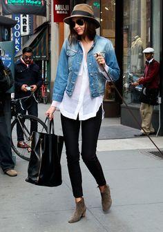 ¡Volvió la #Casaca de #Denim! Mira todos los looks de la #tendencia aquí http://fashionbloggers.pe/valeria-jacobs/volvio-la-casaca-de-denim