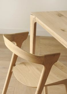 A stylish, solid oak chair with curved, open back-rest - in a natural or black finish. Ethnicraft Oak Bok chairs are beautiful and comfortable. Teak Outdoor Furniture, Furniture Plans, Furniture Decor, Furniture Stores, Cheap Furniture, Furniture Repair, Furniture Websites, Furniture Companies, Luxury Furniture
