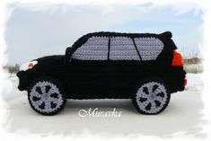 Looking for this pattern please, preciso destellos. Lexus Gx 460, Knitted Jackets Women, Crochet Car, Crochet Dolls Free Patterns, Lexus Cars, Doll Toys, Plaid, Knitting Toys, Wall