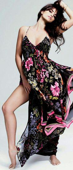 Mango Spring with Penelope and Monica Cruz - Ready-to-Wear Glamour Fashion, News Fashion, Beauty And Fashion, High Fashion, Penelope Cruze, Floral Maxi Dress, Dress Up, Dress Pants, Pink Dress