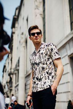 e2631247 Street looks homme à Londres Teen Boy Fashion, Vogue Hommes, Fashion Week  Hommes,