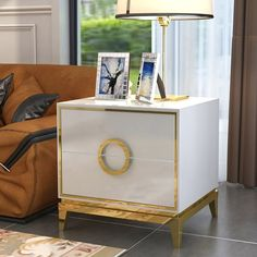 White And Gold Nightstand, Wood Nightstand, Jard Sur Mer, Stainless Steel Table, Modernisme, Living Room Cabinets, Bedroom Night Stands, Upholstered Platform Bed, White Bedroom