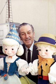 "This photo was taken of Walt Disney outside a soundstage at The Walt Disney Studios in Burbank, California presumably during production of the ""Wonderful World of Color"" episode, entitled, ""Disneyland Goes to the World's Fair. Mundo Walt Disney, Disney Parks, Walt Disney World, Disney Pixar, Disney Dream, Disney Love, Disney Magic, Disney Family, Disney Stuff"