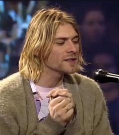 amooo Kurt Cobain Style, Kurt Cobain Photos, Nirvana Kurt Cobain, Kurt Cobain Art, Kurt Cobain Unplugged, Kurk Cobain, Beautiful Boys, Beautiful People, Donald Cobain